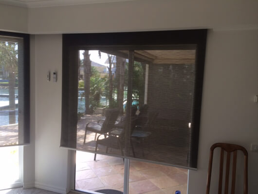 MOTORISED E SCREEN ROLLER BLIND