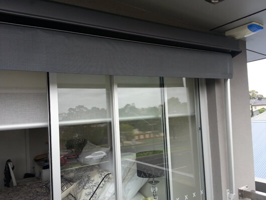 balcony-drop-arm-awning_Traditional-Automatic-Awnings