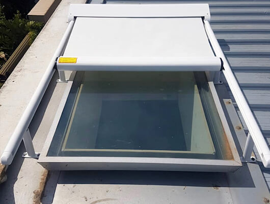 retractable skylight shade system