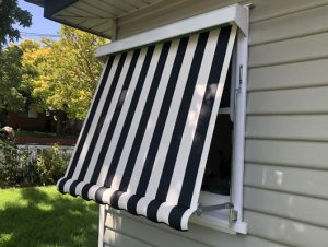 striped-canvas-auto-awning_Traditional-Automatic-Awnings